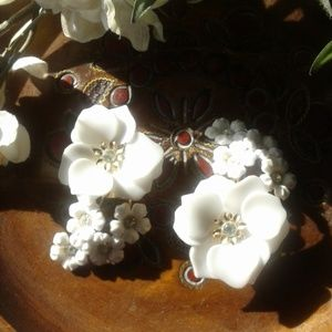Vintage white daisy clip on earrings